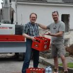 N&F Kaufhaus Moser spendet Getränke für FF-Baustelle